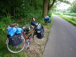 9jul2011 自転車道には時々こんなベンチがある