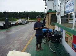 21jul201 渡船でエルベ川を渡る
