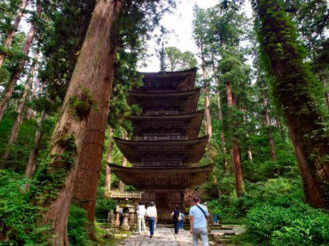 羽黒山の五重塔