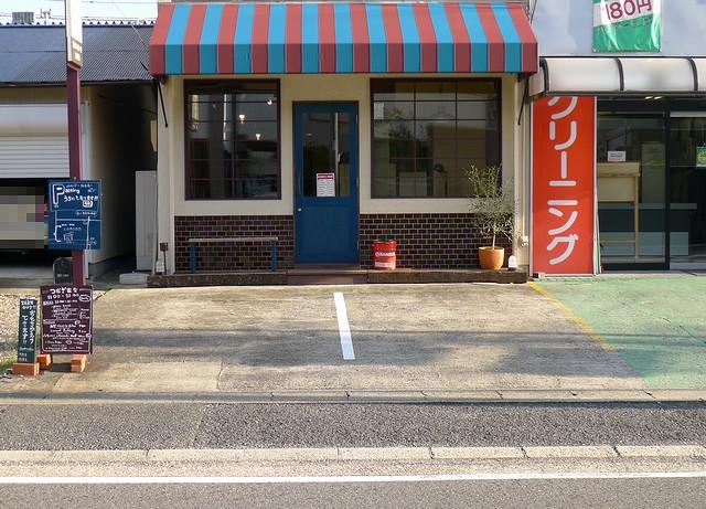 つむぎ食堂店舗前駐車場01