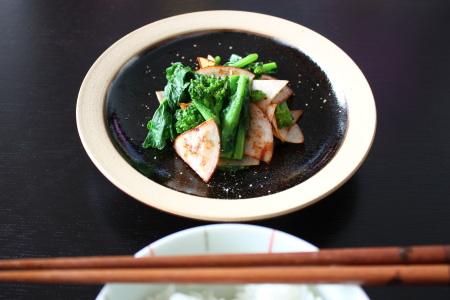 菜の花とチキンハムの炒め物