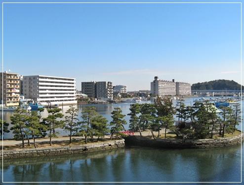 駅から見た金沢八景